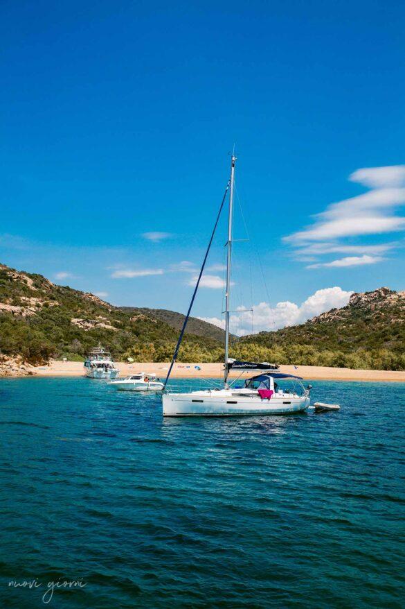 Tivella Beach Spiaggia barca a Vela Corsica Francia Nuovi Giorni Blog