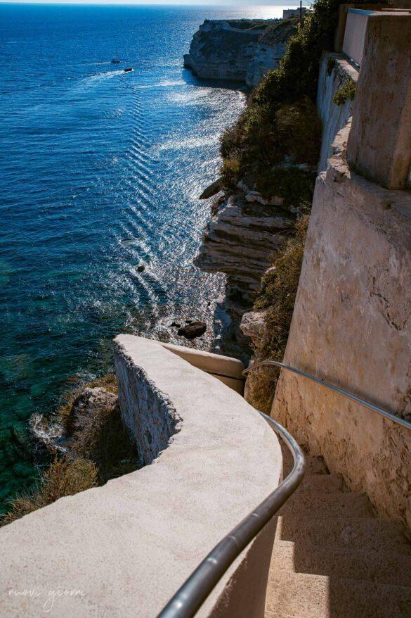 La scalinata del Re d'Aragona Bonifacio Corsica Francia Foto Nuovi Giorni Blog
