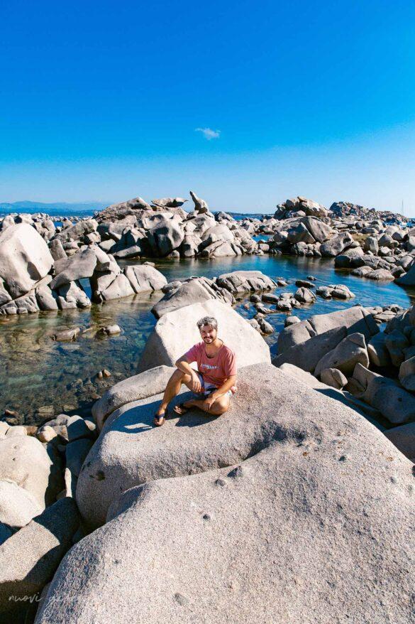 Corsica Isola di Lavezzi Foto Nuovi Giorni Blog Boy smiling on the rocks