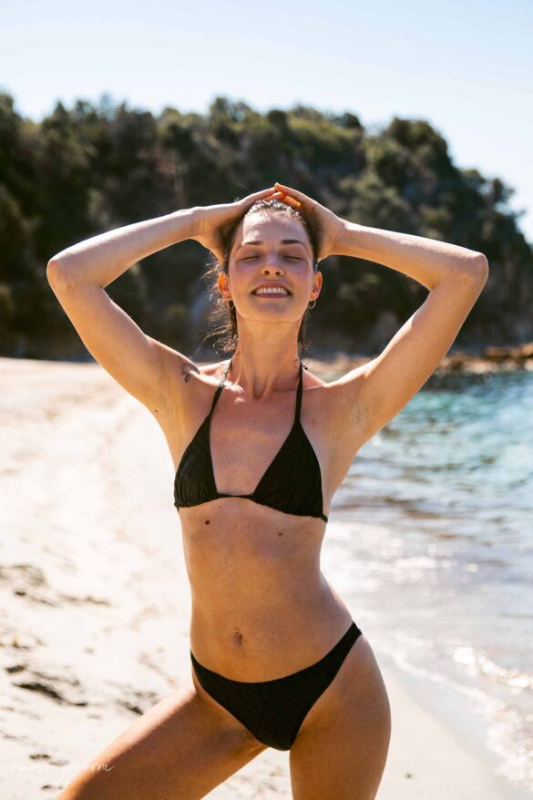Corsica Spiaggia Foto Cupabla Nuovi Giorni Blog Beach Girl Enjoying Sunbathing Modeling Black Bikini