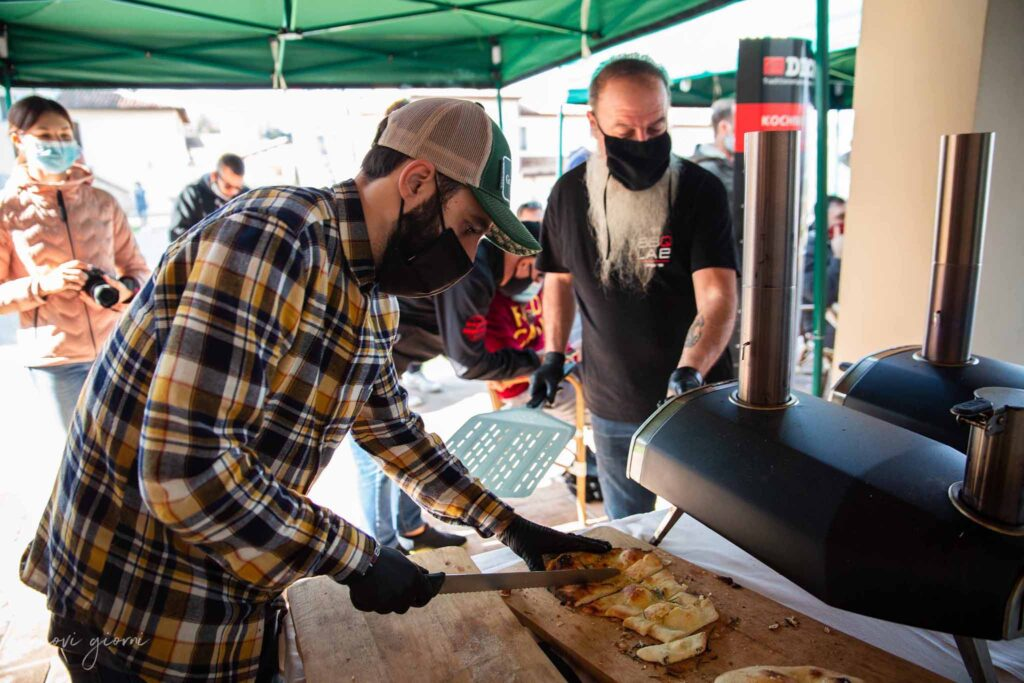 BBQ Lab team con forno a pellet Ooni Vacanza Barbecue Campfire Lodge di Marco Agostini