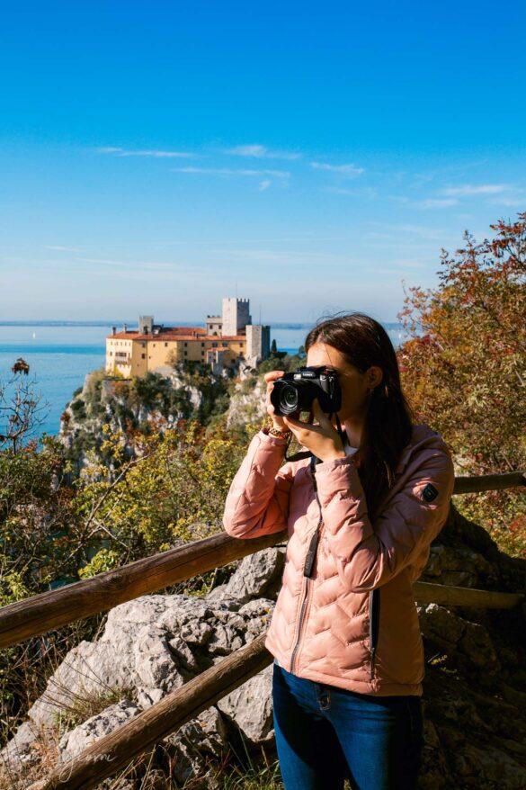 Sentiero Rilke-Trieste-Nuovi Giorni Blog-Castello-Duino-Ragazza