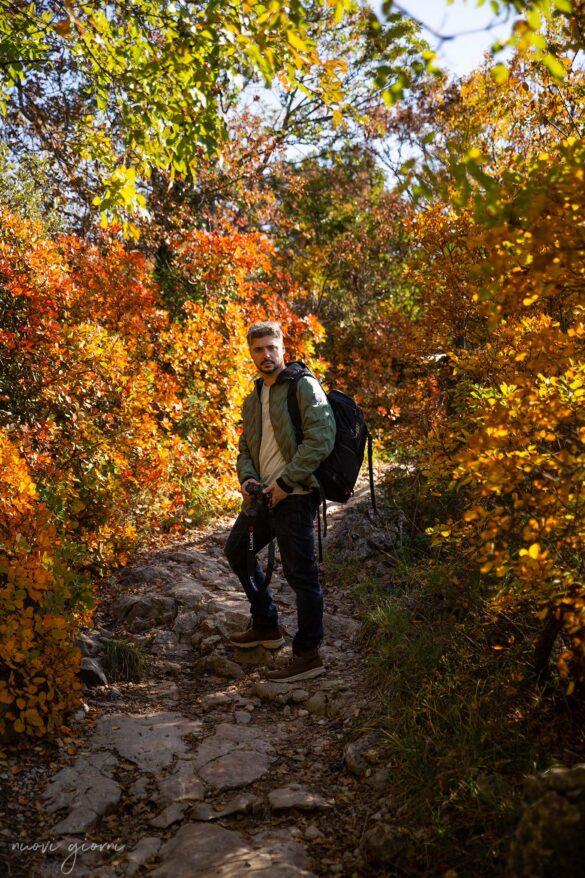 Sentiero Rilke-Trieste-Nuovi Giorni Blog-Ragazzo-Autunno-Carso-Fotografo-Dolomite-Camminata